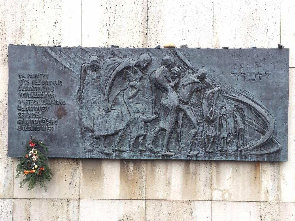 אנדרטה בנקודת הריכוז